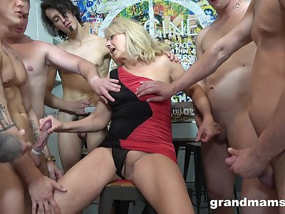 Amazing and horny mature is the real master of memorable gangbang