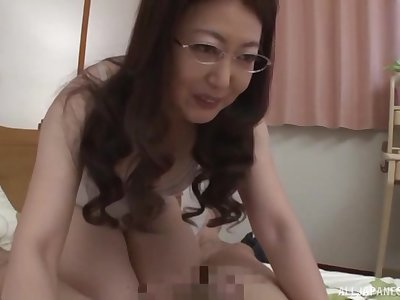 Nerdy amateur mature Japanese MILF gets her hairy pussy creampied